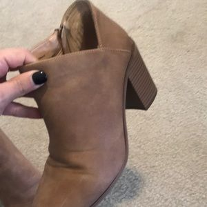 Universal Thread Shoes - Womens Universal Thread Ankle Boots size 10 cognac